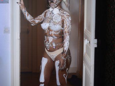 maquillage artistique bodypainting à domicile - halloween - dias de los muertos - blanc et strass